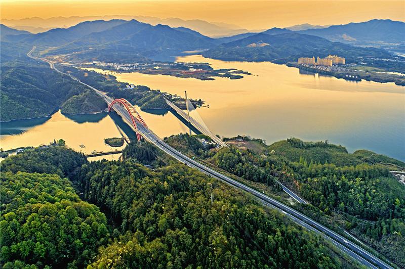 太平湖大桥雄姿(组照1)+苗地+13955700212.jpg