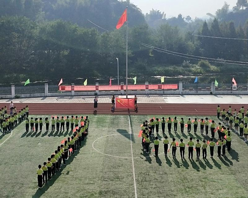 黟县渔亭镇中心小学开展集中学习《国旗法》主题活动